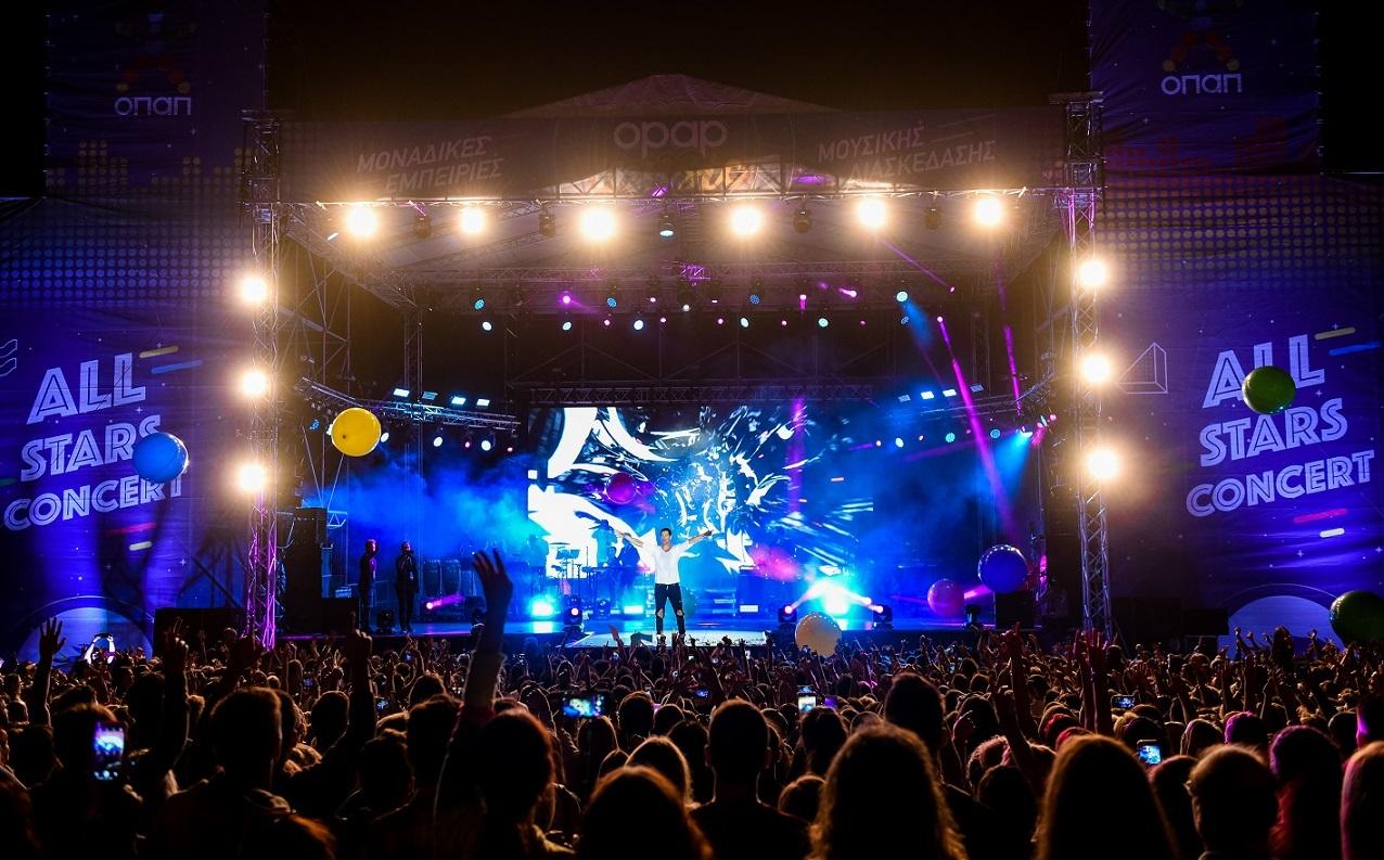 Εντυπωσιακή μουσική πρεμιέρα στο Markopoulo Park με περισσότερους από 12.000 θεατές Σάκης Ρουβάς Έλενα Παπαρίζου Ελένη Φουρέιρα ξεσήκωσαν τον κόσμο.